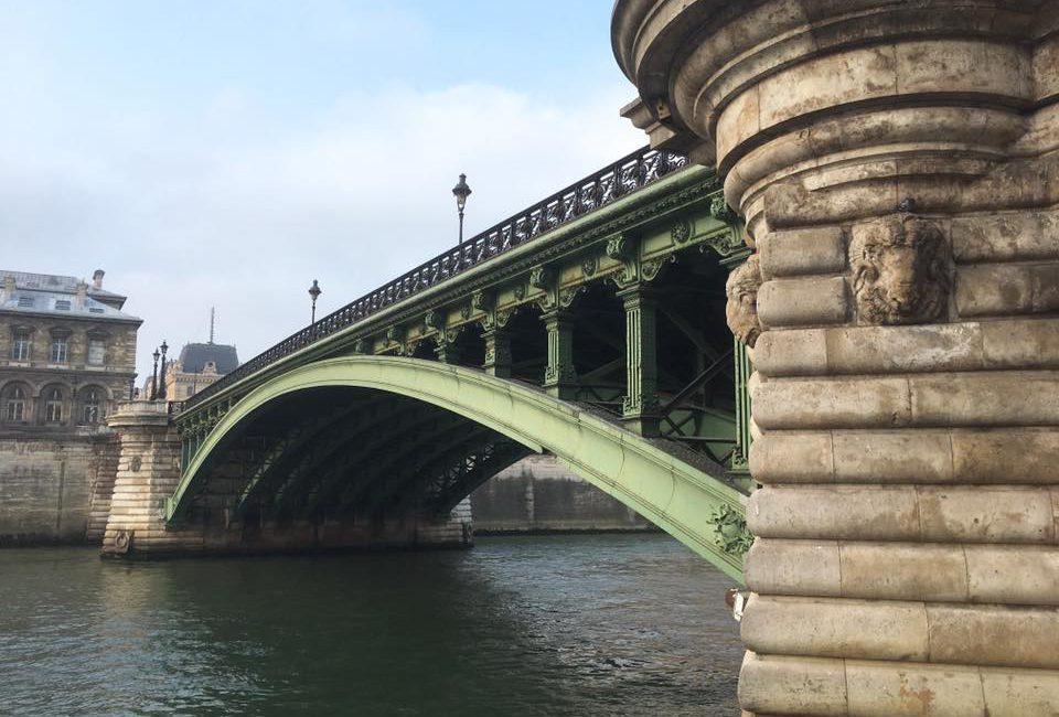 Banks of the Seine . Paris